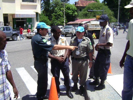 unpols-brasileiros-ensinando-pnh-do-transito-rm-porto-principe