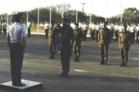 capitao-pmdf-chaves-apresenta-grupo-de-oficiais-ao-sr-comandante-geral-por-ocasiao-da-partida-para-el-salvador