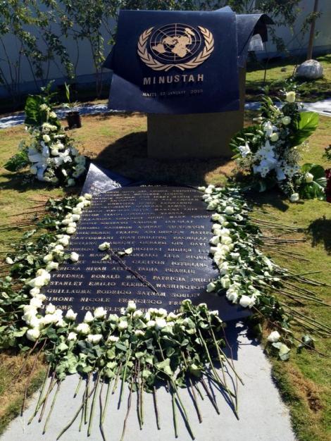 Memorial em homenagem aos funcionários da MINUSTAH que faleceram no terremoto de janeiro de 2010.